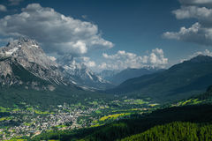 Sikt över Cortina d'Ampezzo Arkivfoton