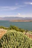 Sikt över dammfacket El-Ouidane, hög kartbok Arkivfoton