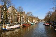 Sikt över den Keizersgracht kanalen i Amsterdam Arkivfoton