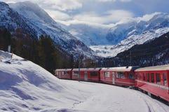 Sikt över den Morteratsch glaciären, Schweiz Arkivbild