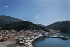 Sikt över den Parga hamnen, Parga Grekland Royaltyfri Fotografi