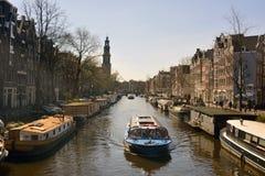 Sikt över den Prinsengracht kanalen i Amsterdam Royaltyfria Foton