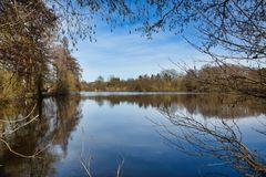 Sikt över det Zlatuska dammet royaltyfri bild