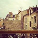 Sikt över en grannskap i Paris Arkivfoto
