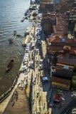 Sikt över flodbanken, Porto, Portugal royaltyfri foto