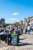Sikt över fot- område av floden Ouse och bron i staden av York, UK Arkivfoto