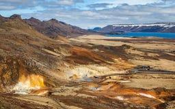 Sikt över geotermiskt område Arkivfoton