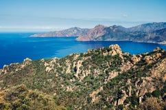 Sikt över golfen av port- och Scandola naturreserv i Korsika, Frankrike royaltyfri bild