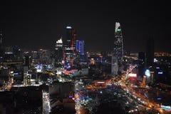 Sikt över Ho Chi Minh City Saigon på natten från AB-torn med Bitexco det finansiella tornet i Vietnam, Asien arkivfoto