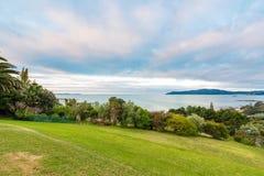 Sikt över kabelfjärden i Mangonui Nya Zeeland arkivbilder