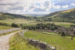 Sikt över Kettlewell, Yorkshire Royaltyfri Foto