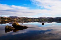 Sikt över loughen Eske i Donegal Irland - vinter royaltyfria foton