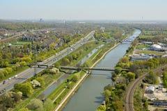 Sikt över Rhein-Herne-Kanal i Oberhausen Royaltyfri Fotografi