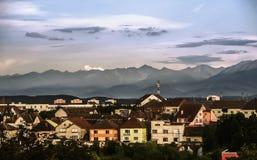 Sikt över Sibiu, Rumänien fotografering för bildbyråer