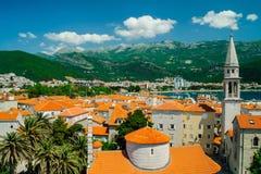 Sikt över stad av Budva, Montenegro Arkivfoto