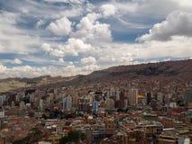 Sikt över staden av La Paz, Bolivia fotografering för bildbyråer