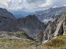 Sikt över steniga fjällängar i Österrike royaltyfria foton