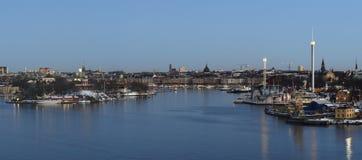 Sikt över Stockholm tidigt på morgonen med Nybroviken och Strandvägen i baksidan av fotoet Royaltyfri Foto