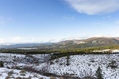 Sikt över Sugar Bowl i den Cairngorms nationalparken av Skottland arkivbild