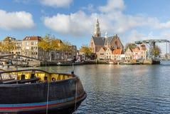 Sikt över vattnet på Marnixkaden, Maassluis, Netherlanden royaltyfri fotografi