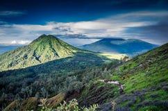 Sikt över vulkaniskt landskap fotografering för bildbyråer