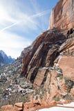 Sikt av änglar som landar som fotvandrar slingan i Zion National Park i Utah USA Fotografering för Bildbyråer