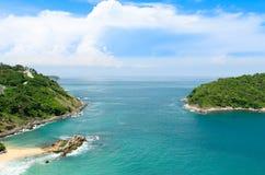 Sikt av öar med blå himmel i Thailand Arkivfoton