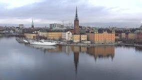 Sikt av ön för öRiddarholmen riddare Stockholm Sverige stock video