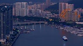 Sikt av ön med Yangtze Yellow River och bro moderna byggnader Kina stock video