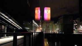 Sikt av Albert Dock vid natt, Liverpool, UK arkivfilmer