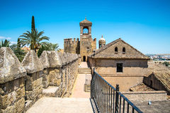 Sikt av alcazar- och domkyrkamoskén av Cordoba, Spanien fotografering för bildbyråer