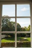 Sikt av allmänhet från ett fönster Royaltyfri Bild