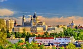 Sikt av Almudena Cathedral i Madrid, Spanien Arkivfoton