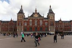 Sikt av Amsterdam den centrala drevstationen Arkivbilder