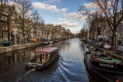 Sikt av Amsterdam kanaler Arkivbilder