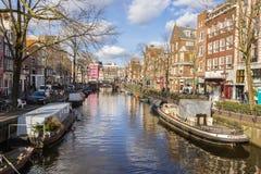 Sikt av Amsterdam kanaler Royaltyfri Bild