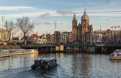 Sikt av Amsterdam kanaler Royaltyfri Foto