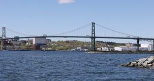 Sikt av Angus MacDonald Bridge från Halifax till Dartmouth, Nova Scotia 4K lager videofilmer