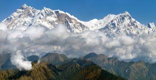 Sikt av Annapurna Himal från det Jaljala passerandet Arkivbild