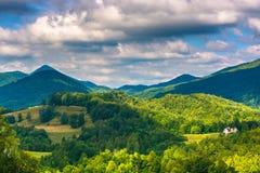 Sikt av appalachiansna från Ridge för skalligt berg den sceniska overlooen Arkivfoton