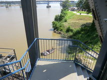 Sikt av Arkansaset River från föreningspunktbron Fotografering för Bildbyråer