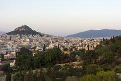 Sikt av Aten uppifrån av den Lykavitos kullen, huvudstaden av Gr Arkivbild