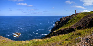 Sikt av Atlanticet Ocean från den Cornish kusten Royaltyfria Foton