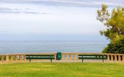 Sikt av Atlanticet Ocean från en parkera i Biarritz Fotografering för Bildbyråer