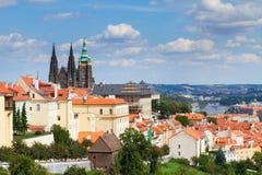 Sikt av av Prague från det Hradcany området Arkivfoto