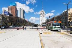 Sikt av Avenidaen 9 de Julio i staden av Buenos Aires Fotografering för Bildbyråer