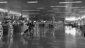 Sikt av avvikelseterminalen på den Changi flygplatsen i Singapore Arkivbilder