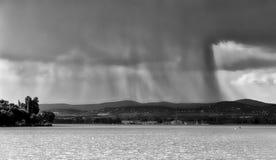 Sikt av Balaton sjön från den Tihany abbotskloster - Ungern, för en skurkroll Arkivbild