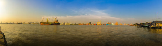 Sikt av Bangkok portmyndighet av Thailand eller Klong Toey portal arkivfoton