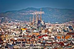 Sikt av Barcelona som visar Sagradaen Familia arkivfoton